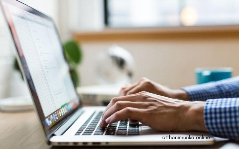 home office munkavégzés laptoppal
